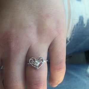 Adorable sterling silver size 7 heart ring